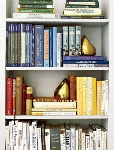 18 Bookshelf Organization Ideas 12
