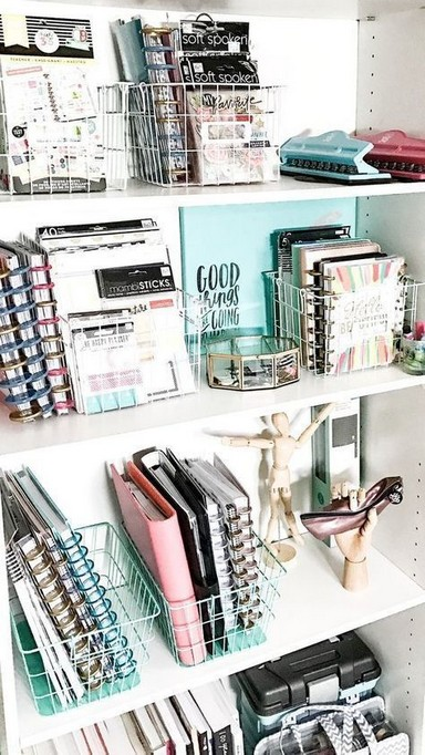 18 Bookshelf Organization Ideas 19