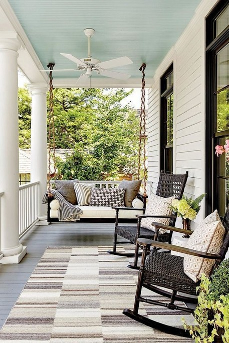 16 Beautiful Farmhouse Front Porches Decorating Ideas 13