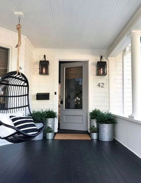 16 Beautiful Farmhouse Front Porches Decorating Ideas 17