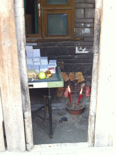 "Offerings to ancestors, including ""heavenly money"", written prayers, apples, and glasses of báijiǔ."