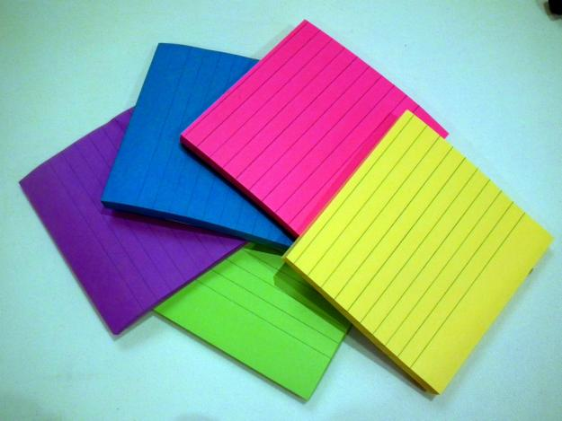 Sticky_Notes_in_different_colors