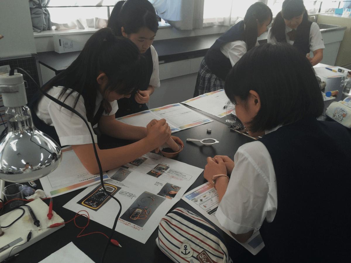 山村学園高等学校にて出前実験教室を実施しました