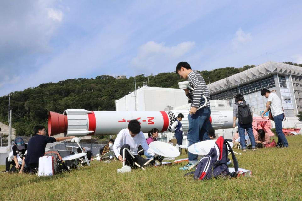 1日目に制作した望遠鏡を組み立てます