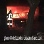 il box con le auto in fiamme