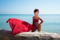 nudo di donna in rosso