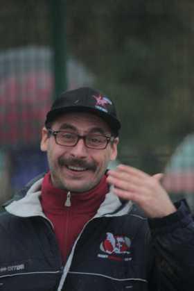 L'allenatore Scalvini in gioia per la vittoria dei suoi