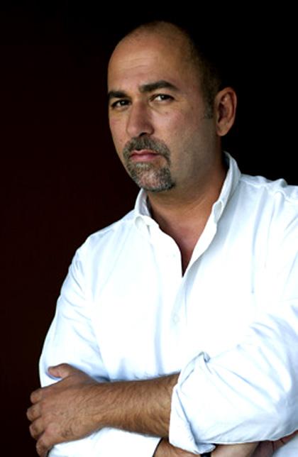 ferzan ozpetek nato a istanbul nel 1959 si  trasferito in