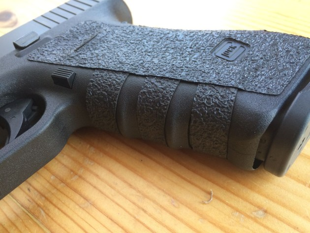 Talon Grips 3 finger grooves on Glock 17