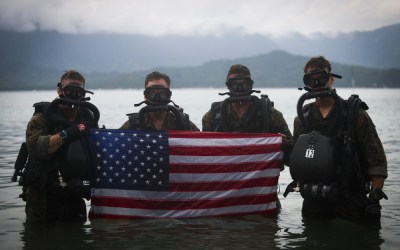 Loadout Room photo of the day   4th Force Recon Marines conduct dive operations in Kaneohe Bay, Hawaii