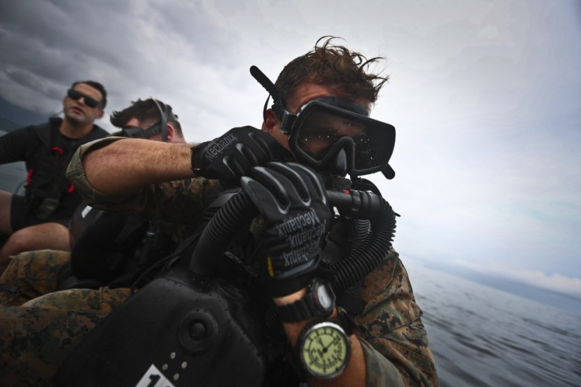 Loadout Room photo of the day: 4th Force Recon Marines conduct dive operations in Kaneohe Bay, Hawaii