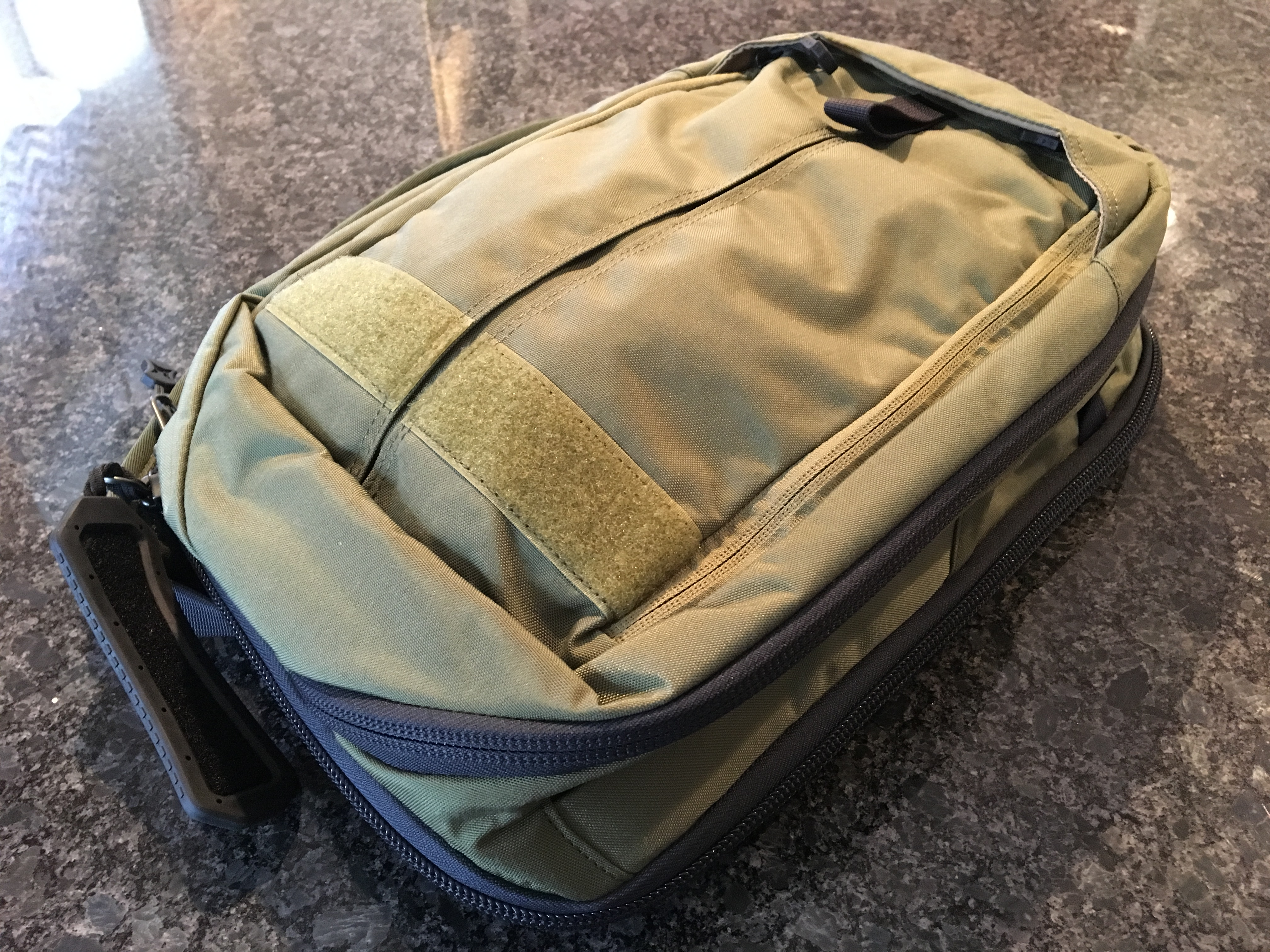 7b83e604a220 Vertx EDC Transit Sling Pack: A great daily commuter bag for digital ...
