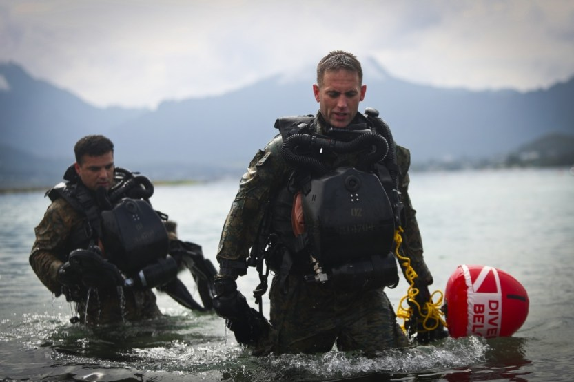 Loadout Room photo of the day: 4th Force Recon Marines conduct dive operations in Kaneohe Bay