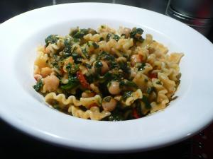 Pasta with chickpeas, greens and tomato