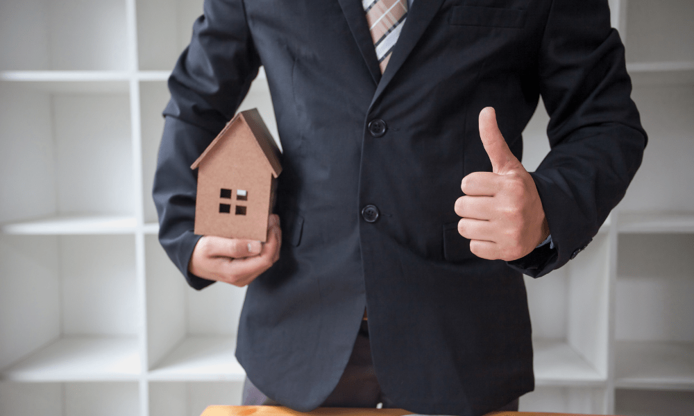 what is a real estate broker?