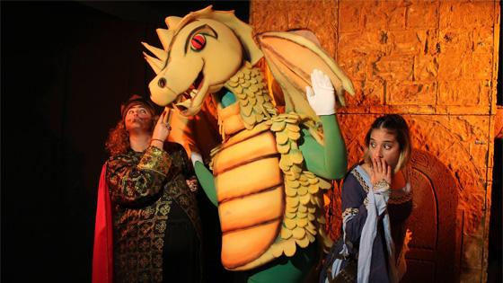 """Somnis Teatro presenta """"La princesa valiente y el dragón de rebajas"""" en l'Escorxador de Elche"""