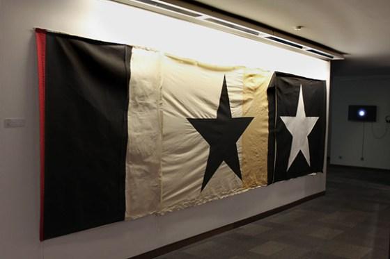 """Las Banderas son otros de los elementos que conforman """"Principia"""". Foto: Roberto López"""