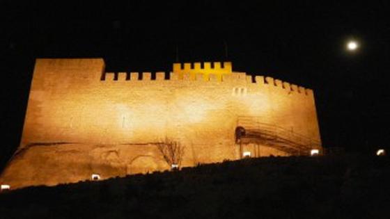 """""""Petrer se viste de luna"""", un paseo que nos acerca a la historia y el patrimonio de la ciudad a través del teatro"""