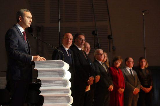 Presidente de la Diputación de Alicante y miembros del Jurado durante la Gala de los Premios Azorin de Novela 2018. Foto: Prensa Diputación de Alicante