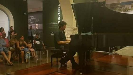 """En el MUBAG """"Tú tocas 3 notas. Yo creo la obra"""" con Benjamín Sun en el programa del Día de los Museos"""