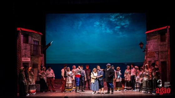 """Compañía Lírica Amadeo Vives representa la zarzuela """"La tabernera del puerto"""" en el Teatro Chapí de Villena"""