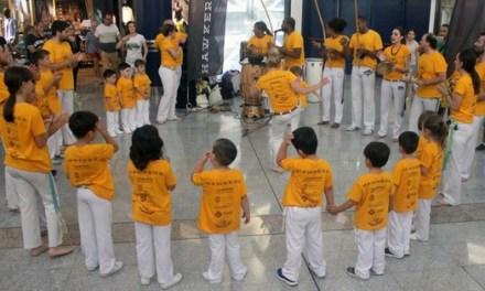 Una exhibició de capoeira i una batucada omplen l'Aljub d'Elx amb ritmes brasilers