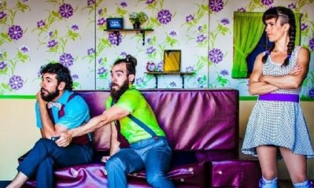 El Teatre Chapí rep l'arribada de l'estiu amb circ al carrer