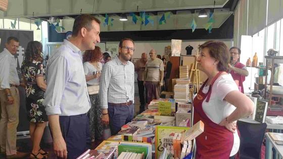 L'alcalde i l'edil de Promoció Econòmica inauguren Elx Tendències: De l'art i de l'oci