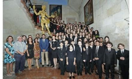 L'Alcalde d'Alacant i el President de la Diputació reben a l'Orquestra de Joves de la Província d'Alacant, guanyadora del festival Summa Cum Laude de Viena