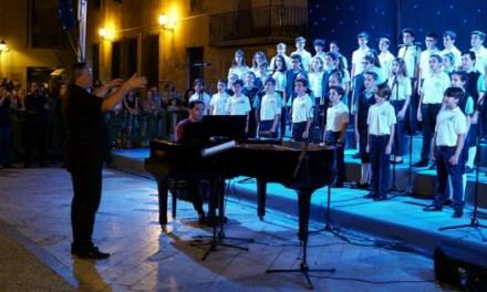 """Cerca de 1.500 personas abarrotan la Plaza del Congreso Eucarístico de Elche para ver """"Las voces del coro"""""""