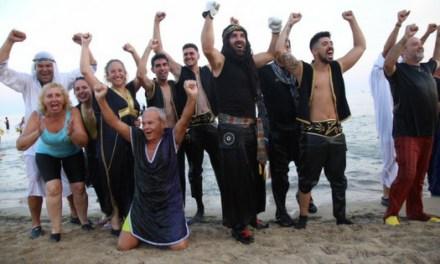 La Playa del Postiguet recrea el Desembarco de 1599 y la posterior batalla entre Moros y Cristianos
