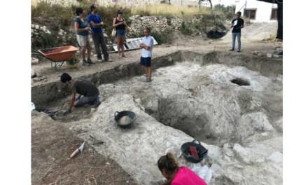 La trobada d'una nova sitja en la Cova dels Bruixes revela que la zona funcionava com a rebost de cereals dels pobladors islàmics del Poble Nou de Benitatxell