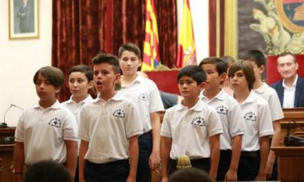 Las voces de los niños están preparadas para las representaciones del Misteri