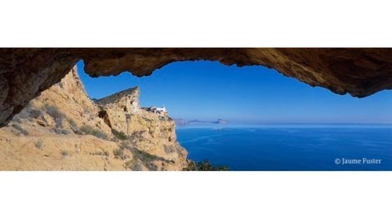 """Fotografía """"Parc natural de la Serra Gelada. Les llums de l'abisme"""" de Jaume Fuster en la Fundación Frax"""
