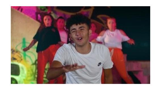 El rapero Manel Agredo presenta su videoclip «King» en La Nucía