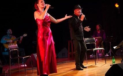 French Latino porta a l'Aula de Cultura d'Alacant la fusió de la seua música mediterrània i llatina