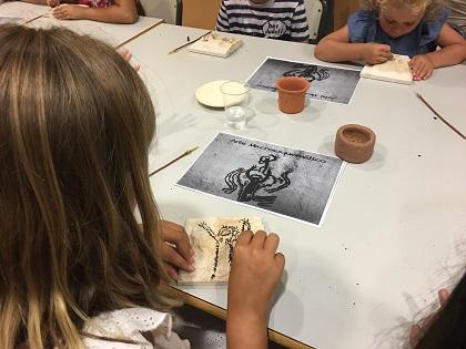El MARQ y la Obra Social 'La Caixa' reiteran por tercer año su compromiso para acercar la arqueología a los escolares