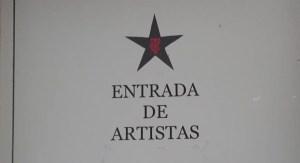 Entrada d'artistes i eixida de públic de la visita. Foto: Juanjo Cervetto