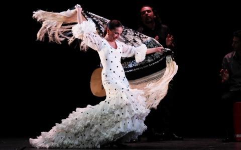 Flamenc íntim en el Chapí de Villena amb Isabel Bayón i el seu espectacle «Lo esencial»