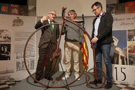 """""""A pedals per la Història"""" una exposició que repassa la història i evolució de la bicicleta en la Diputació d'Alacant"""