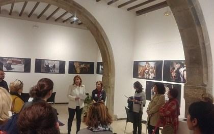 """Exposició a Elx: """"Del morat al negre: Violència de gènere a través de la premsa gràfica alacantina 2004-2016"""""""