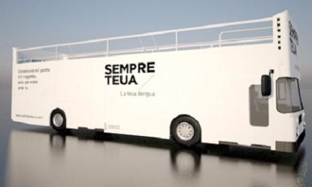 El Bus de la Llengua promueve el uso del valenciano en Novelda