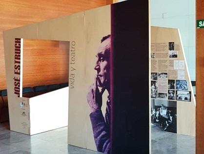 """El IAC Juan Gil-Albert inaugura l'exposició itinerant """"José Estruch. Vida i teatre"""" que torna a Alacant, ara en el Teatre Arniches"""