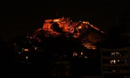 El Castillo de Santa Bárbara se convertirá en el referente de Alicante en momentos especiales y conmemorativos con un sistema de iluminación que le permitirá cambiar de color
