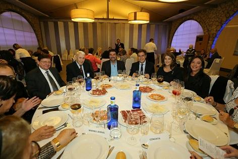 L'alcalde d'Alacant ressalta la importància de promocionar als artistes alacantins en l'esmorzar de Nadal de la seua associació