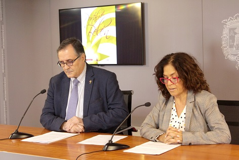 La concejal de Cultura de Alicante presenta el Pregonero de la Semana Santa 2019