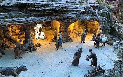 Inaugurat el pessebre municipal de la Glorieta a Elx amb 900 figures