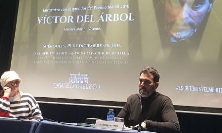 """Víctor de Arbol: """"Els personatges són persones fetes amb un grapat de paraules"""""""