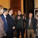 Ximo Puig visita en Alcoy la exposición sobre Francisco Aura