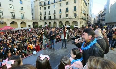 La Fiesta de Cotillón Infantil reúne a más de 3.000 personas en la Plaza del Ayuntamiento de Alicante para despedir el año